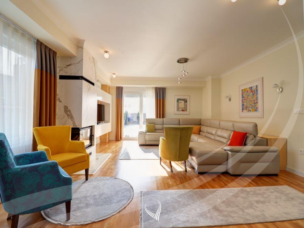 Penthouse 200m2 banim dhe 135m2 terasë me qira në lagjen Pejton – Prime Residence