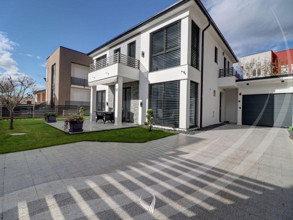 Shtëpi 200m2 në shitje në lagjen Qëndresa
