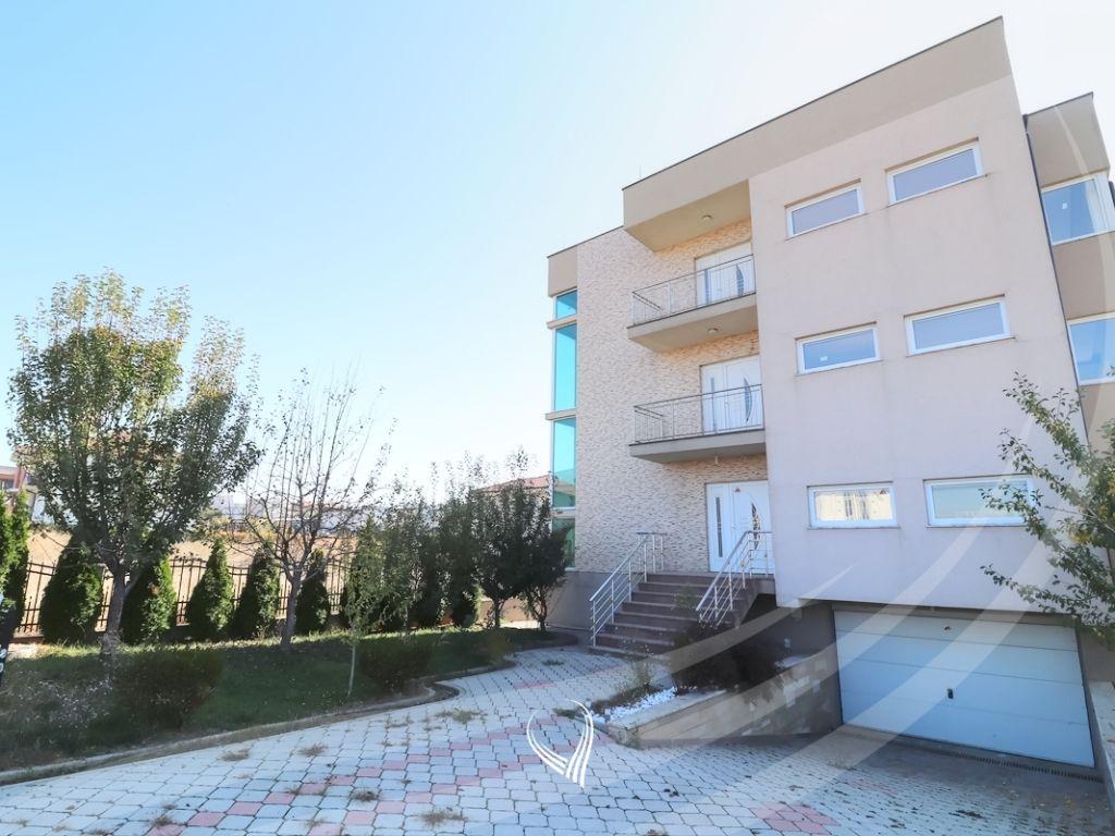 Shtëpi 780m2 në shitje në Veternik