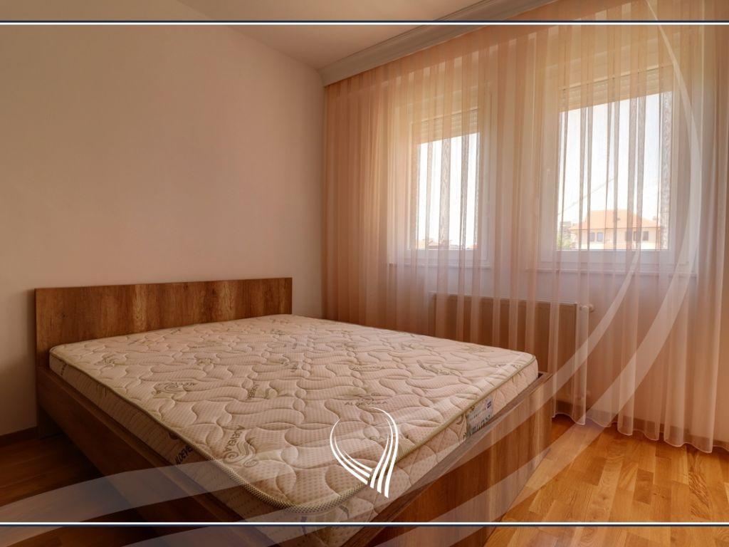 Banesë me 1 dhomë gjumi me qira në lagjen Mati 12