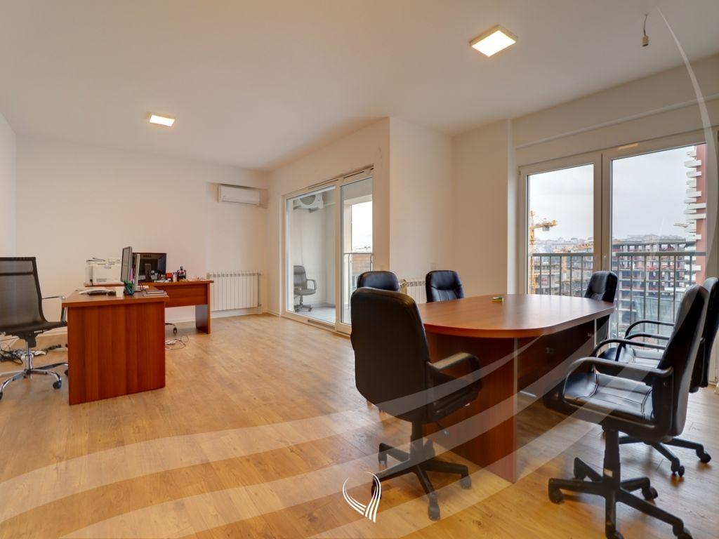 Zyre me 3 dhoma pune me qira në Pejton – Prime Residence