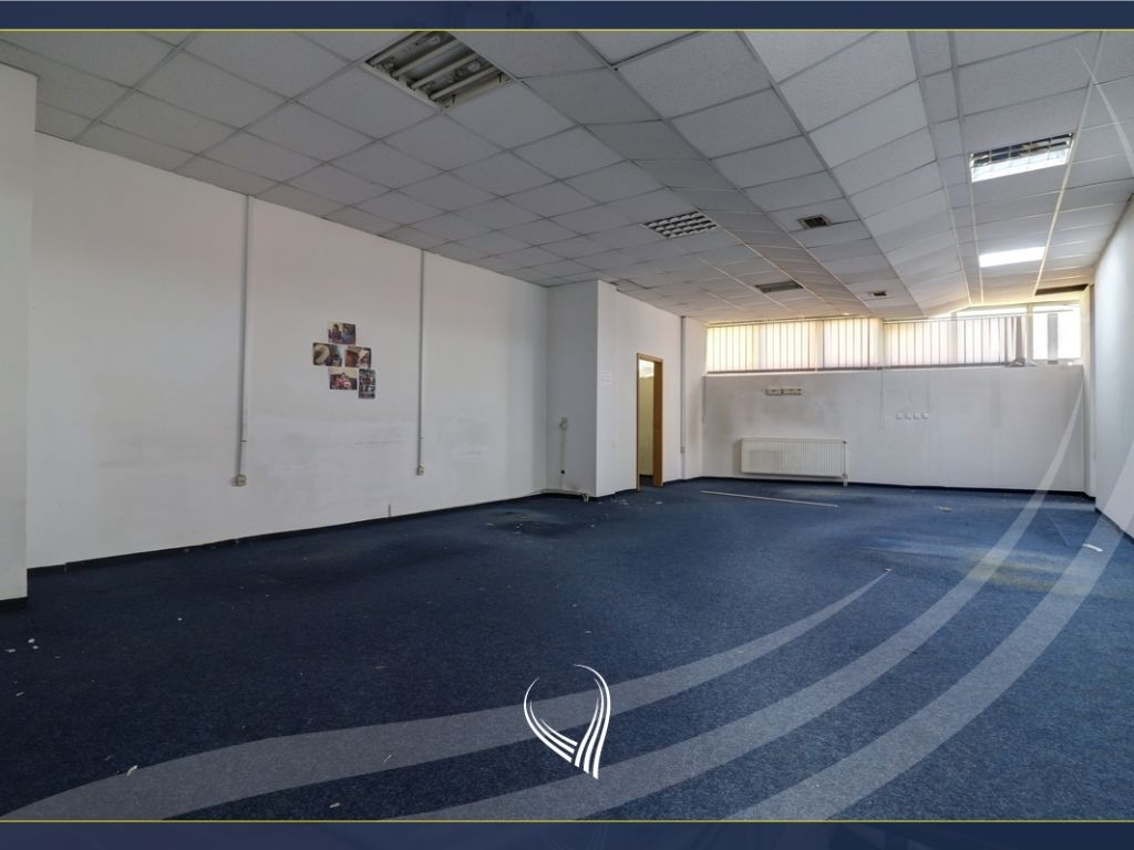 Business Building 1000m2 for rent on the Sun Coast