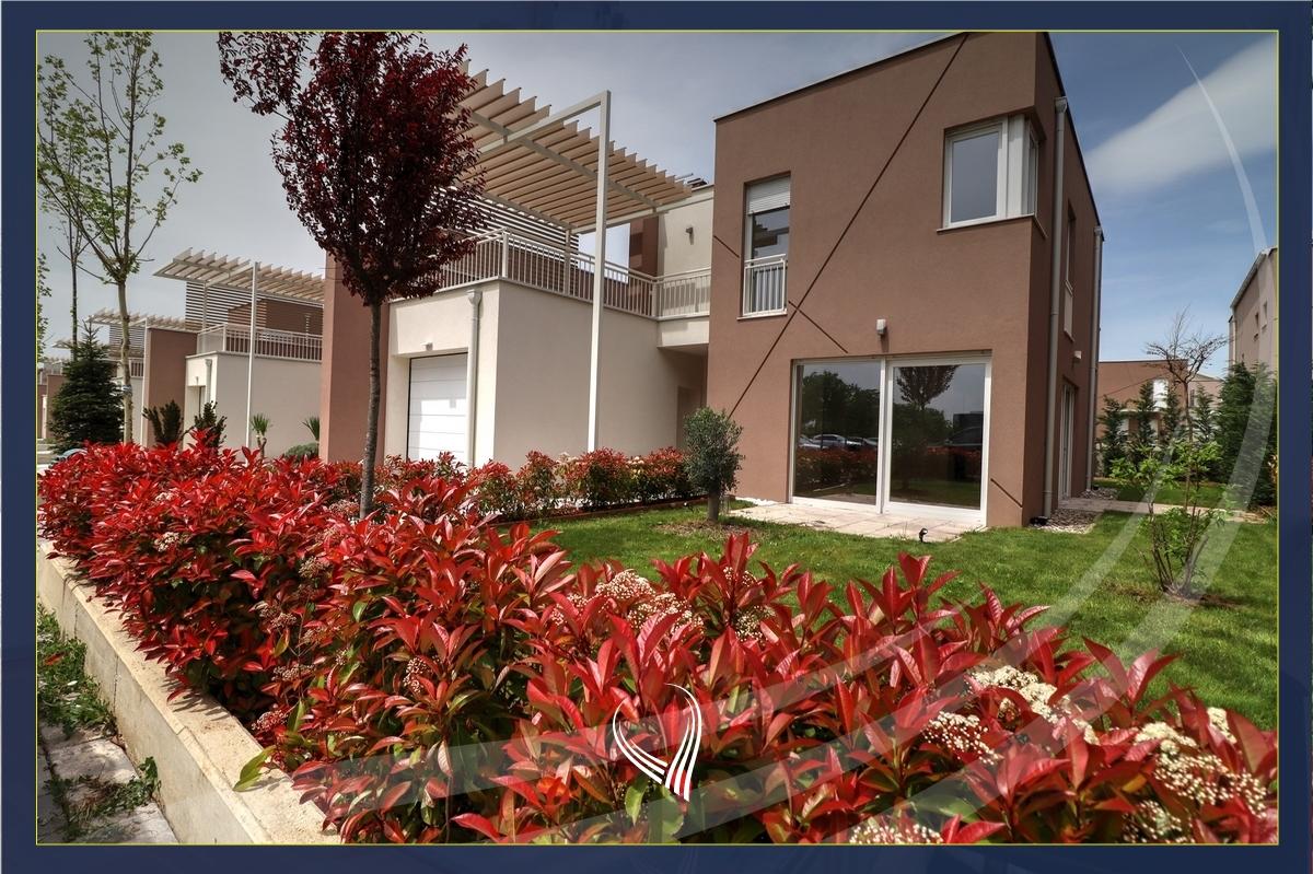 Shtëpi 202m2 me 4 dhoma gjumi në shitje në lagjen Qershia