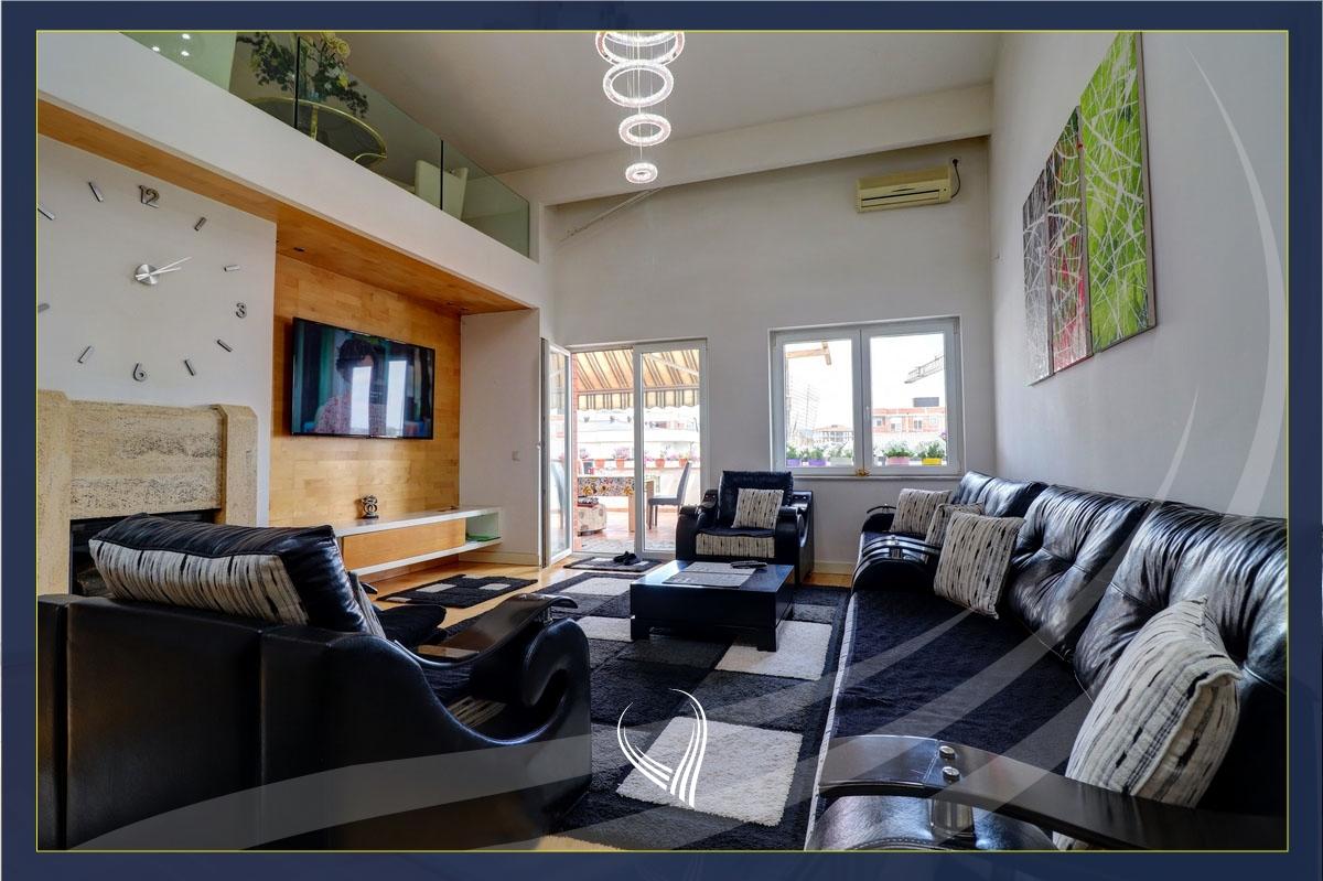 Duplex Penthouse me 3 dhoma gjumi në shitje në lagjen Mati 1