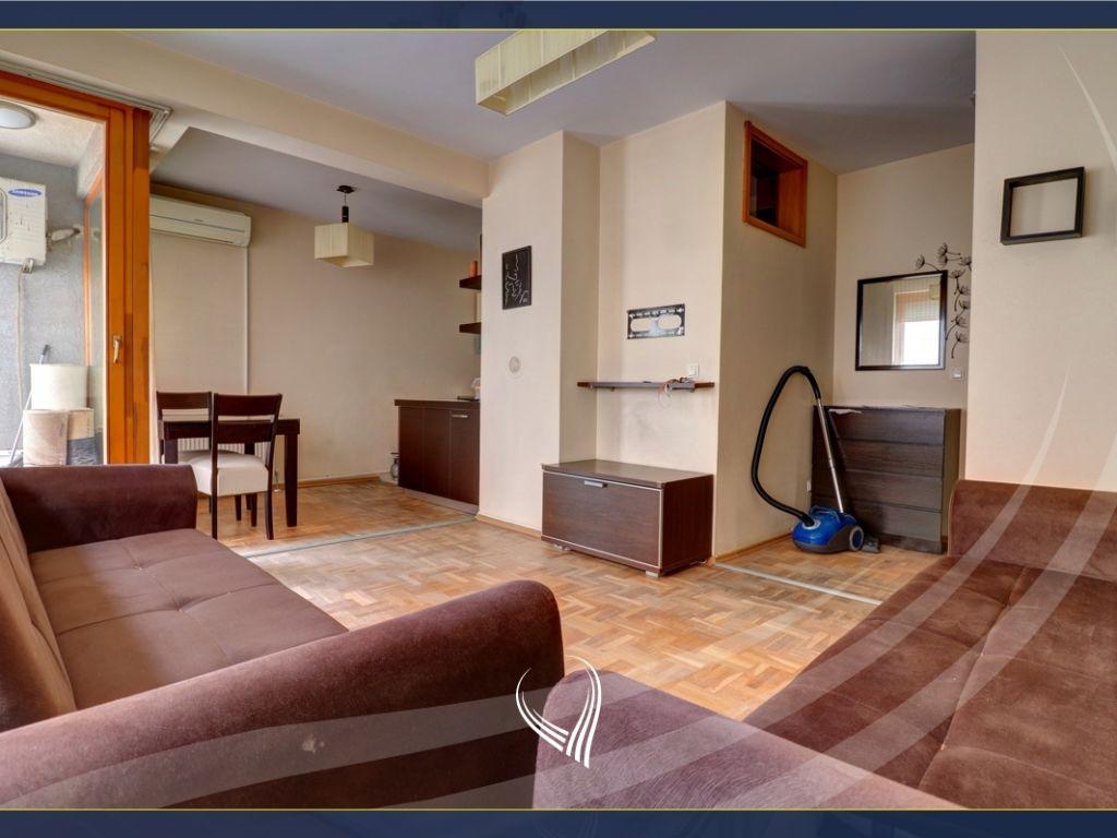 Banesë me 2 dhoma gjumi në shitje në lagjen Kalabria- Emshir