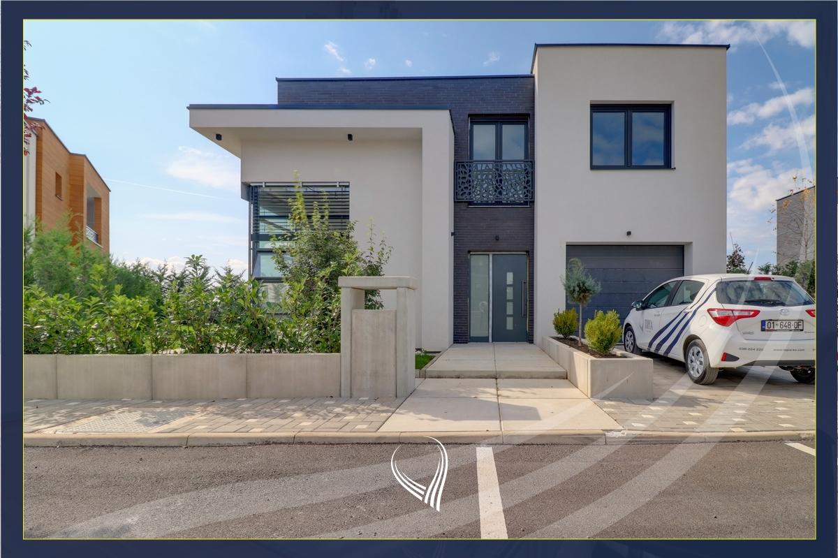 Shtëpi 276.56 m2 në shitje në  Swiss Village - Çagllavicë