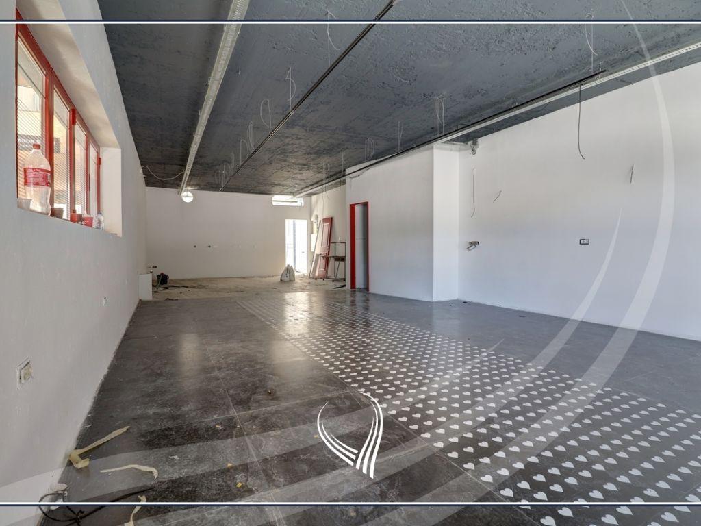 Lokal 80m2 në shitje në Qendër – Sheshi Skënderbeu2