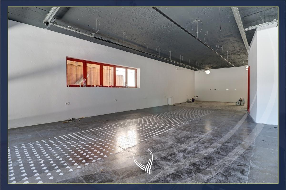 Lokal 80m2 në shitje në Qendër – Sheshi Skënderbeu1