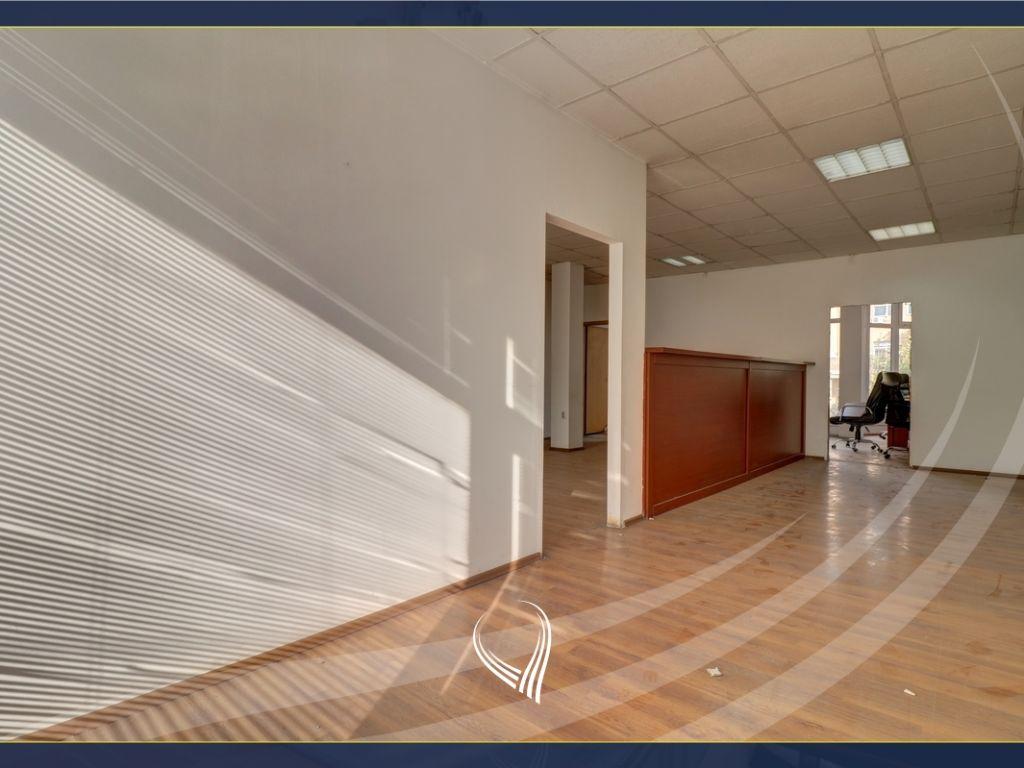 Zyre me 2 dhoma pune me qira në Qendër-afër Komunës