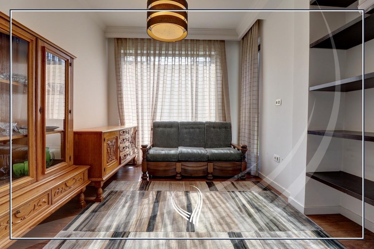 Shtëpi me 3 dhoma gjumi me qira në lagjen Marigona Residence9