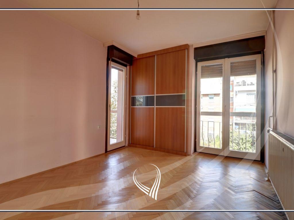 Zyre  4 dhoma pune me qira në lagjen Dardania4
