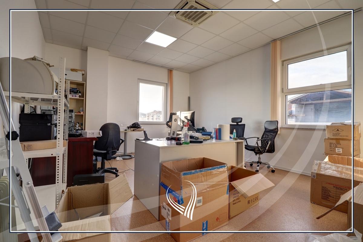 Hapësirë afariste për zyre 700m2 me qira Te Lesna – Fushë Kosovë14