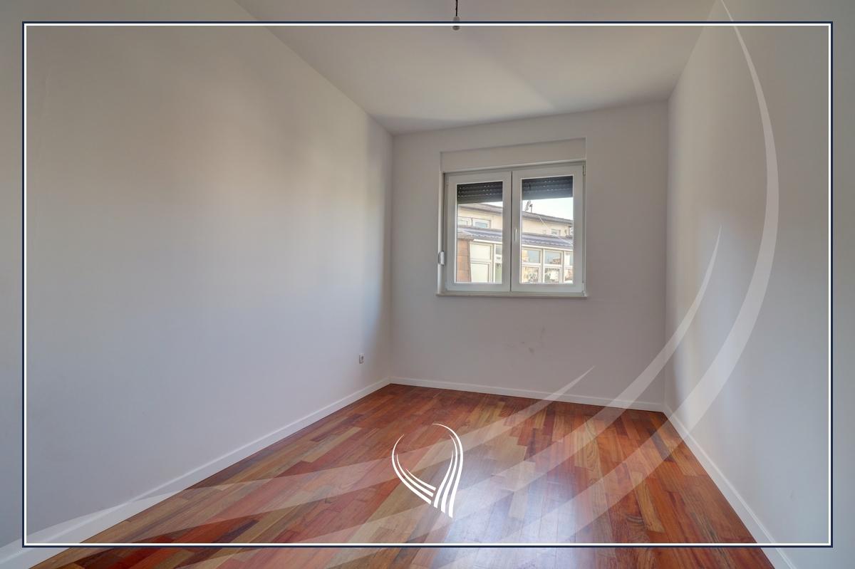 Zyre me 3 dhoma pune me qira te Qafa4