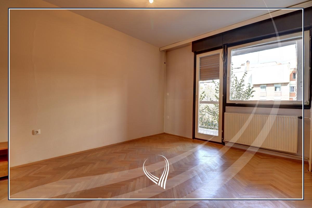 Zyre  4 dhoma pune me qira në lagjen Dardania5