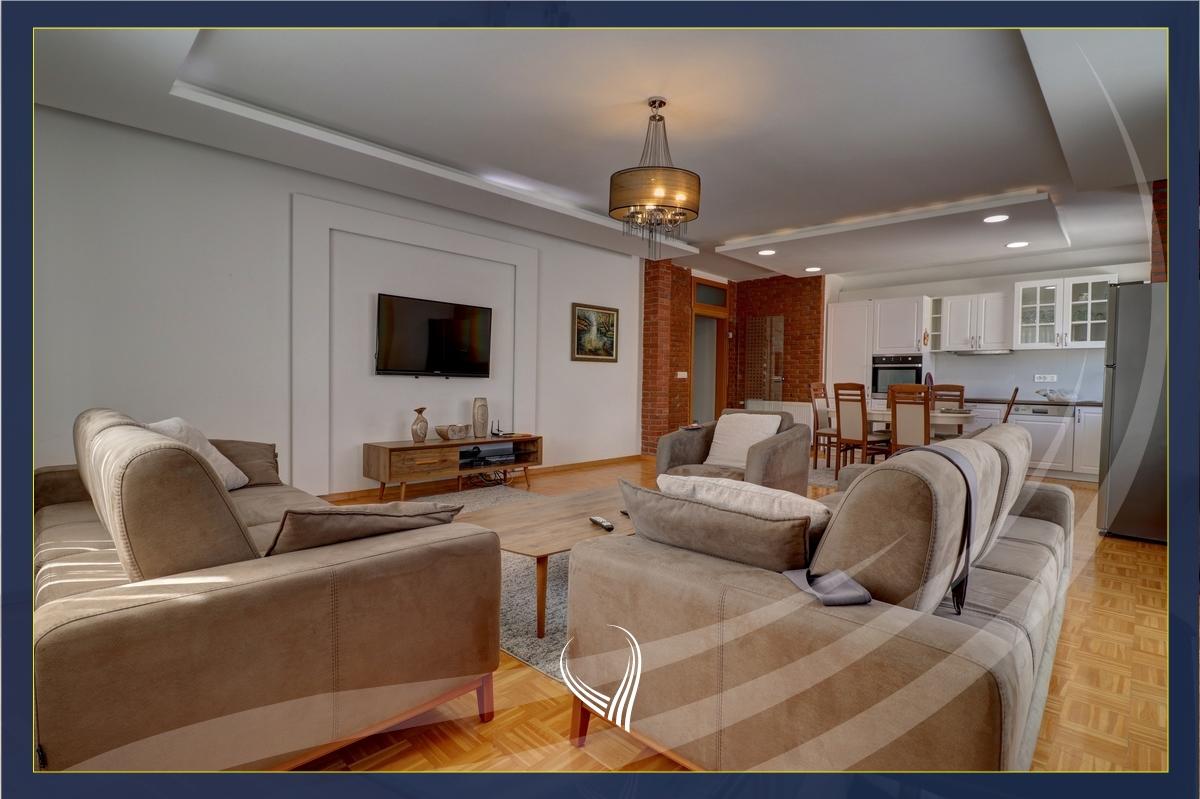Pent House me 2 dhoma gjumi me qira në lagjen Bregu i Diellit