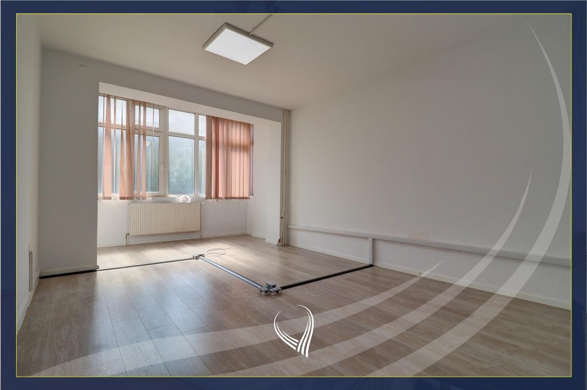 Zyre me 4 dhoma pune me qira në Qendër