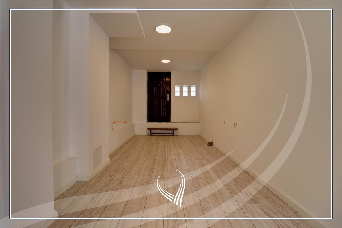 Zyre me 1 dhomë pune me qira në Qendër2