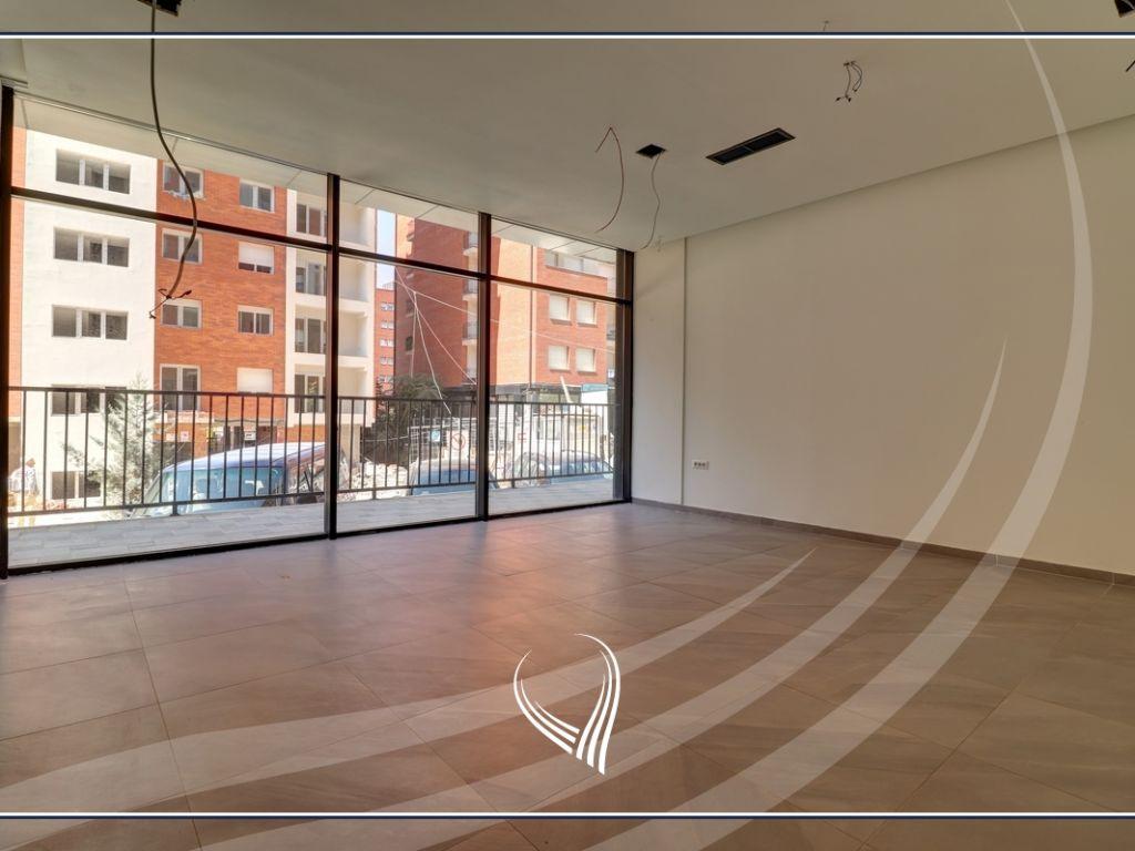 Lokal 400 m2 me qira në lagjen Mati 11