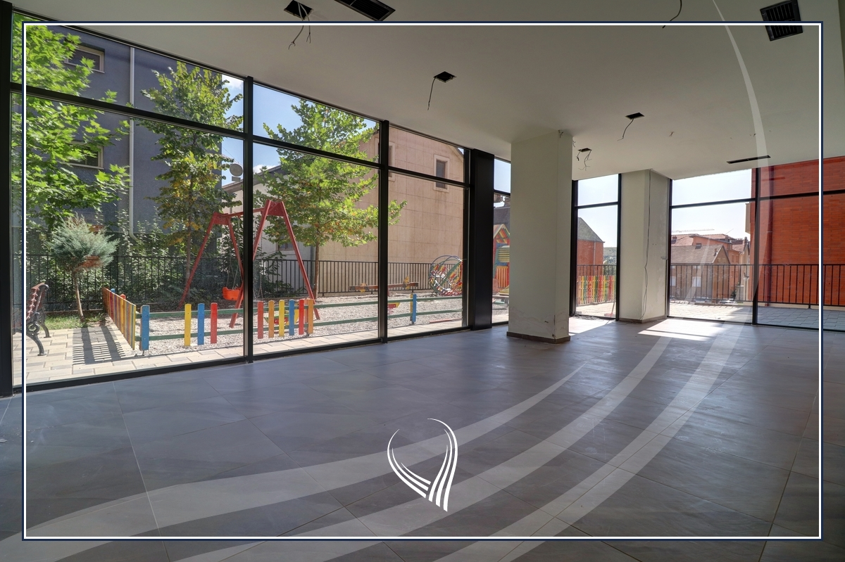 Lokal 400 m2 me qira në lagjen Mati 12