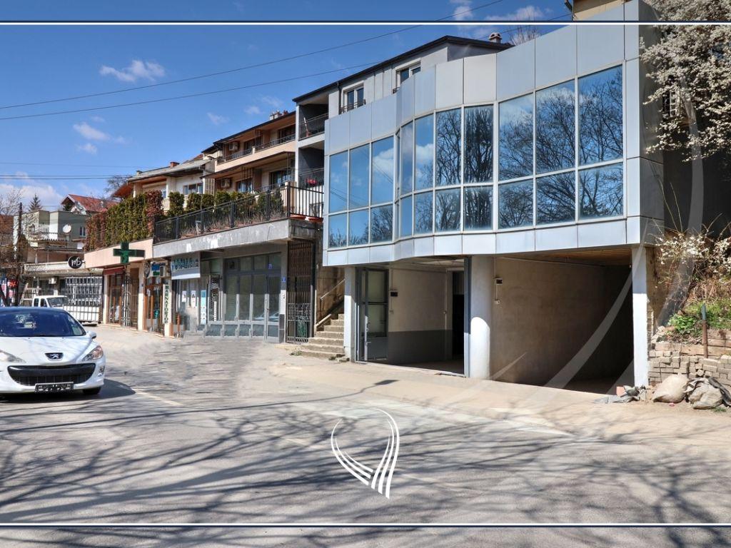 Zyre me 3 dhoma pune me qira në lagjen Taukbahçe