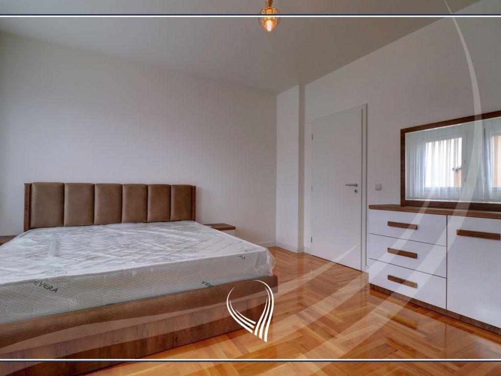 Banesë me 3 dhoma gjumi me qira në lagjen Tophane6