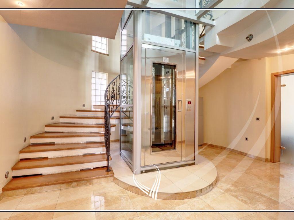 Shtëpi 955m2 në shitje në lagjen Aktash11
