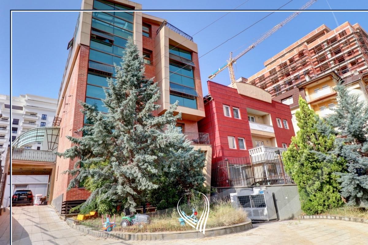 Shtëpi 955m2 në shitje në lagjen Aktash0