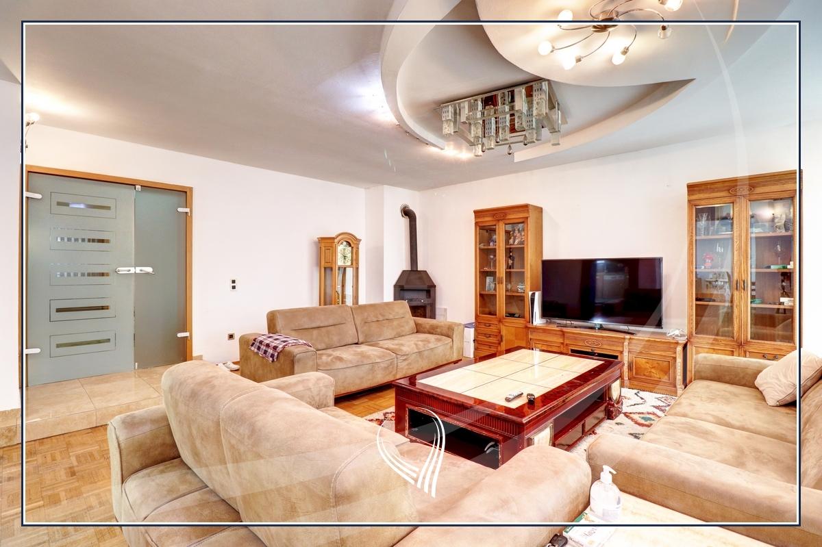 Shtëpi 955m2 në shitje në lagjen Aktash1