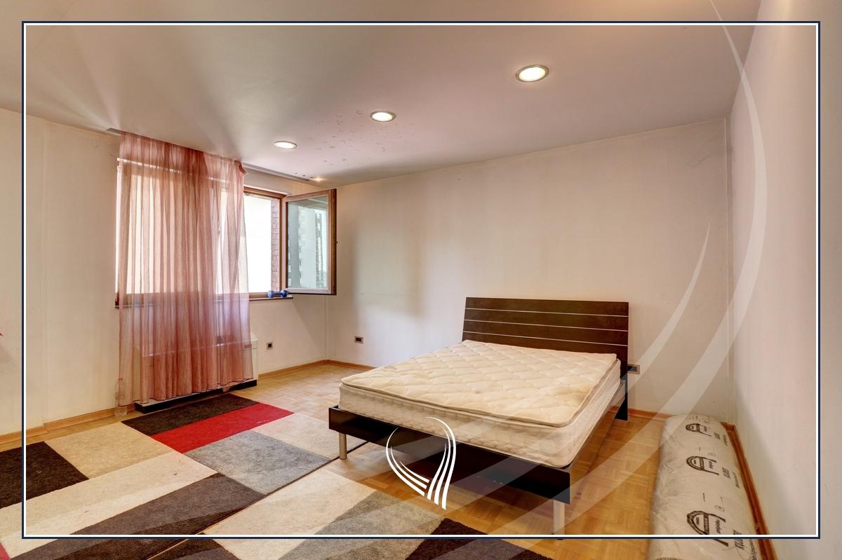 Shtëpi 955m2 në shitje në lagjen Aktash10