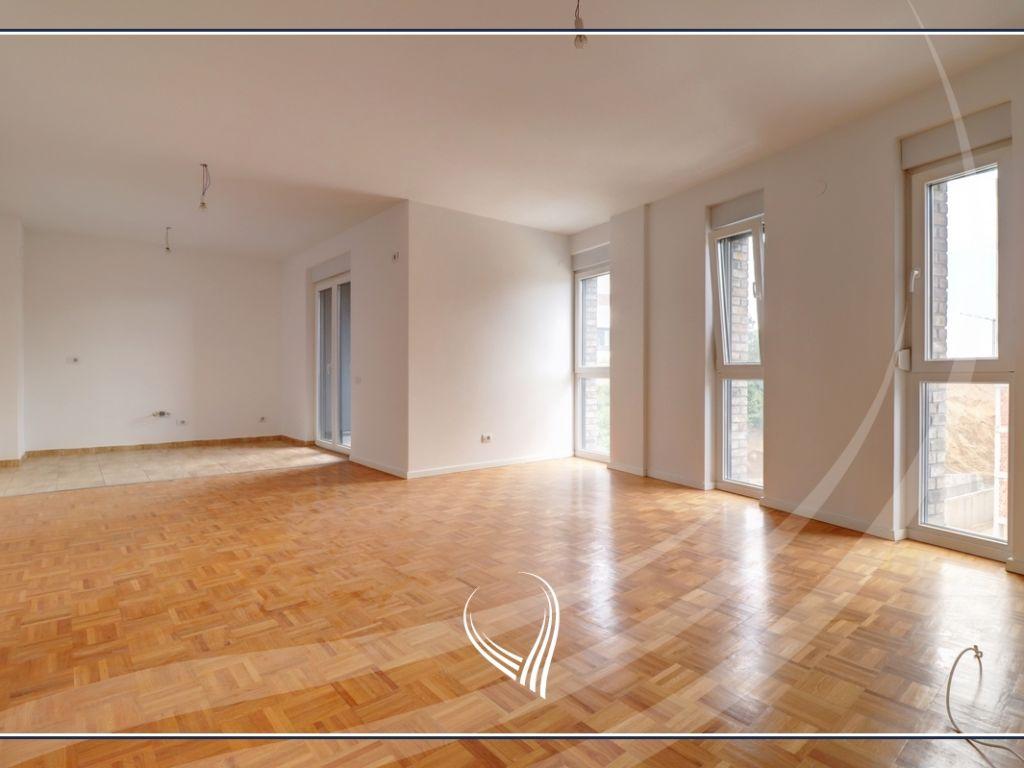 Zyre me qira me 4 dhoma pune në Hill Residence – Prishtina e re