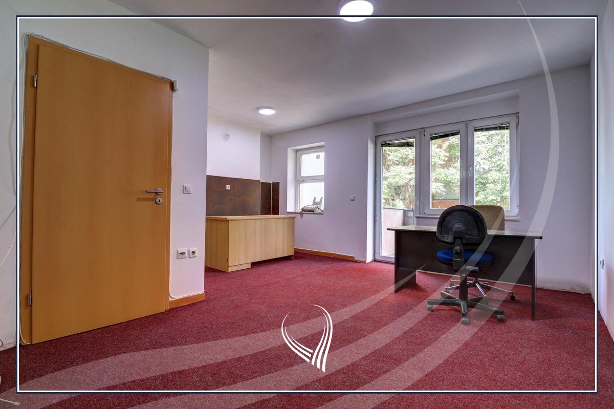 Zyre me 2 dhoma pune me qira në Qendër