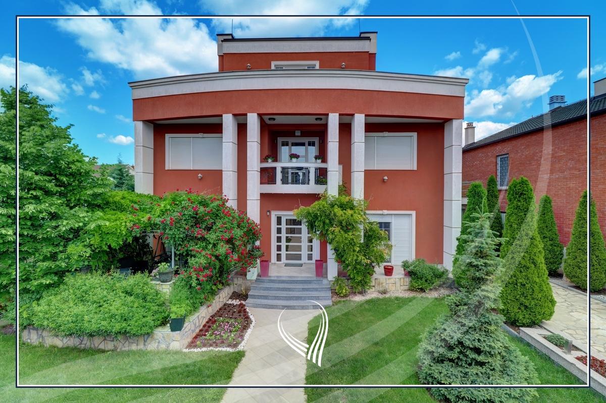 Shtëpi 400m2 në shitje në lagjen Qëndresa- Veterrnik