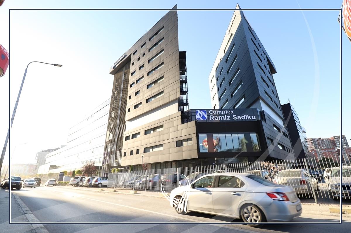 Hapësirë afariste për zyre 560m2 me qira në lagjen Lakrishtë – kompleksi Ramiz Sadiku