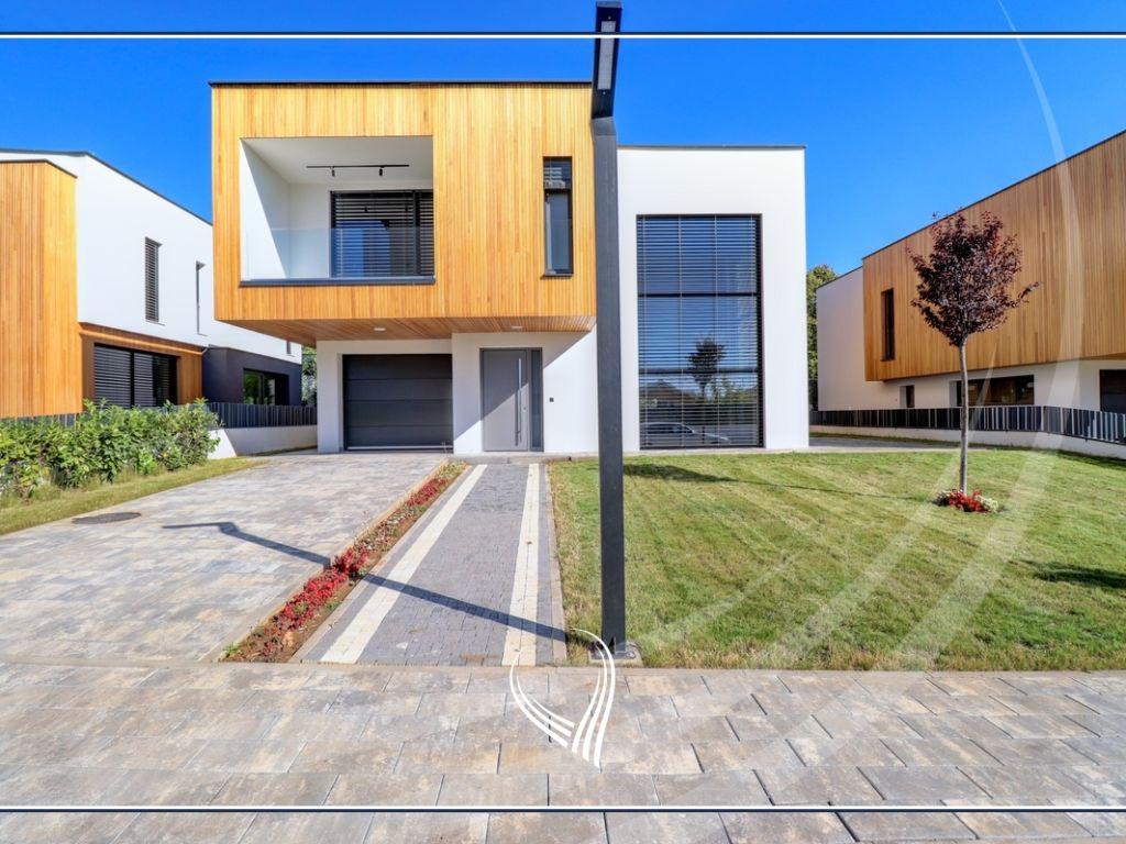 Shtëpi me 4 dhoma gjumi në shitje tek lagjja e Artë