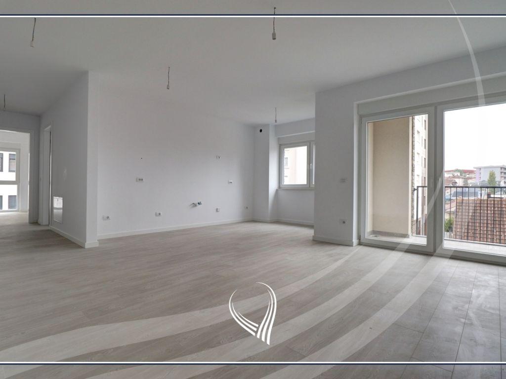 Zyre me 3 dhoma pune me qira në lagjen Aktash