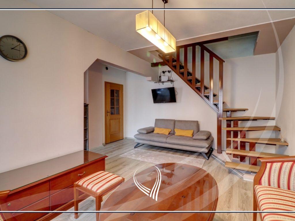 Duplex banesë me 2 dhoma gjumi në shitje në lagjen Bregu i Diellit