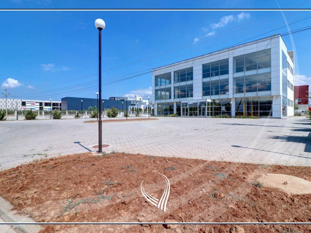 Business building 2000 m2 for rent on the highway Prishtina-Ferizaj3
