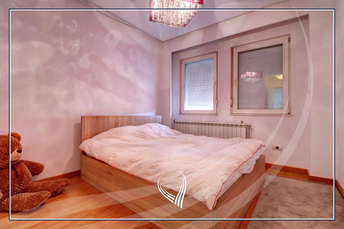 Banesë me 3 dhoma gjumi në shitje në lagjen Mati 1 – Rruga B7