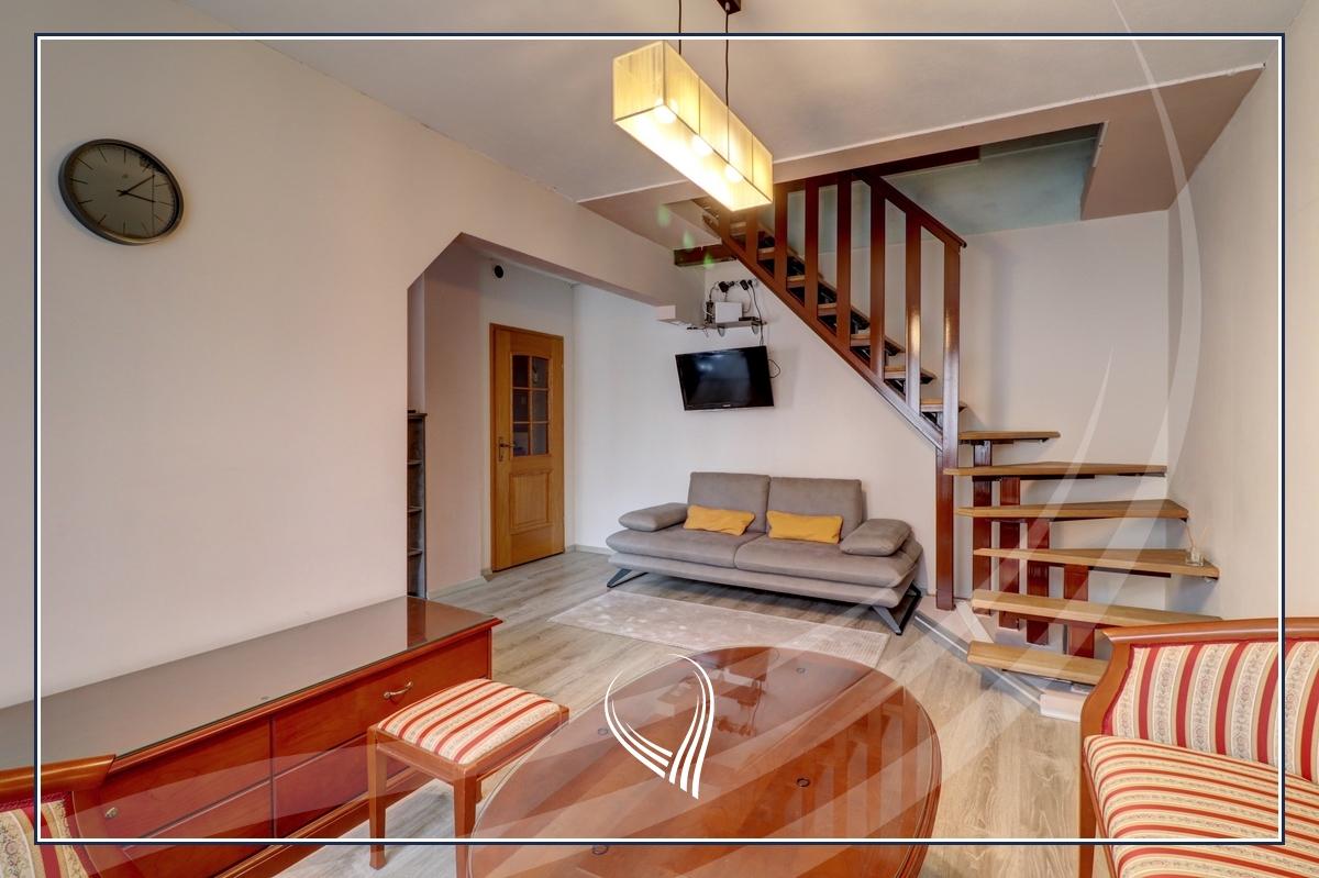 Duplex banesë me 2 dhoma gjumi në shitje në lagjen Bregu i Diellit0