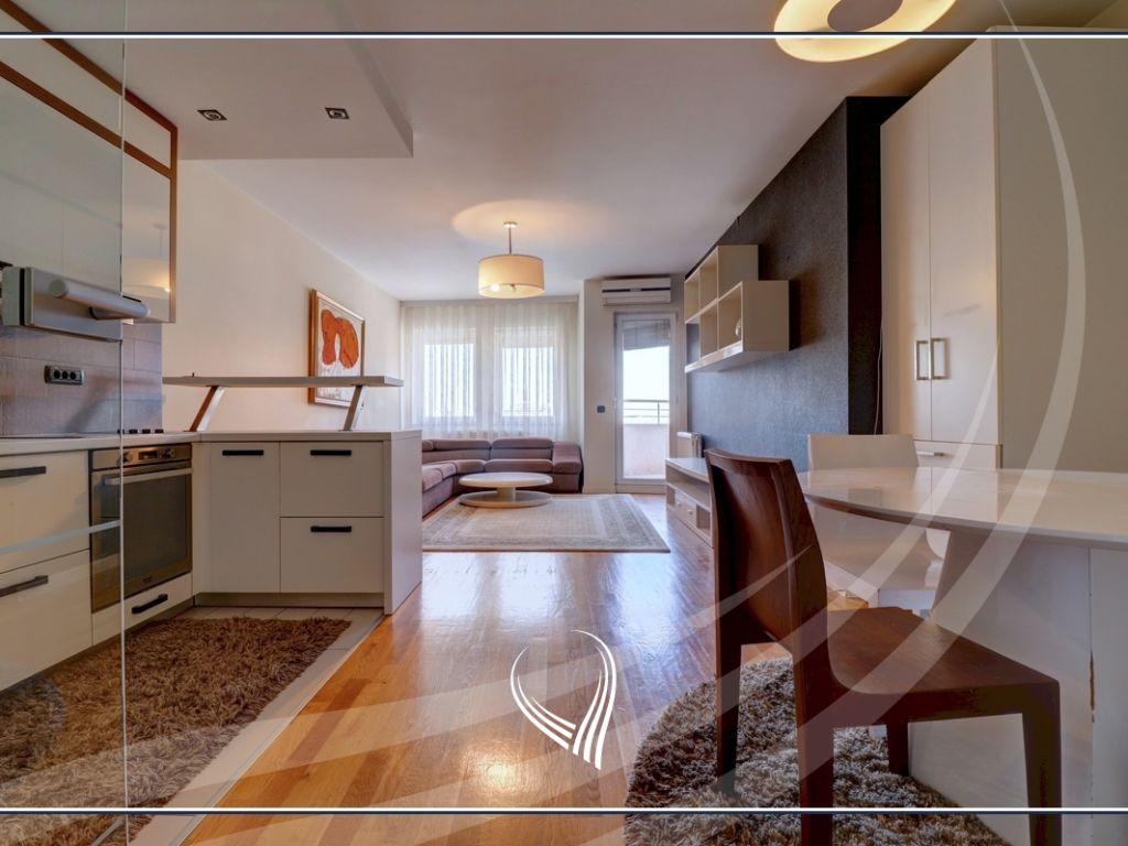 Banesë me 3 dhoma gjumi në shitje në lagjen Bregu i Diellit2