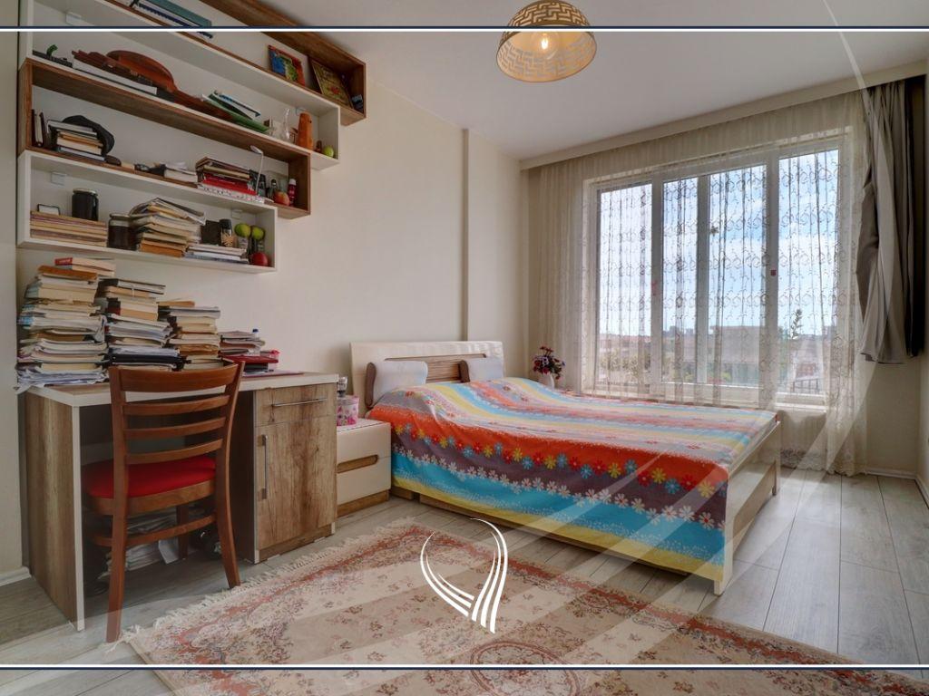 Banesë me 3 dhoma gjumi në shitje në lagjen Mati 16