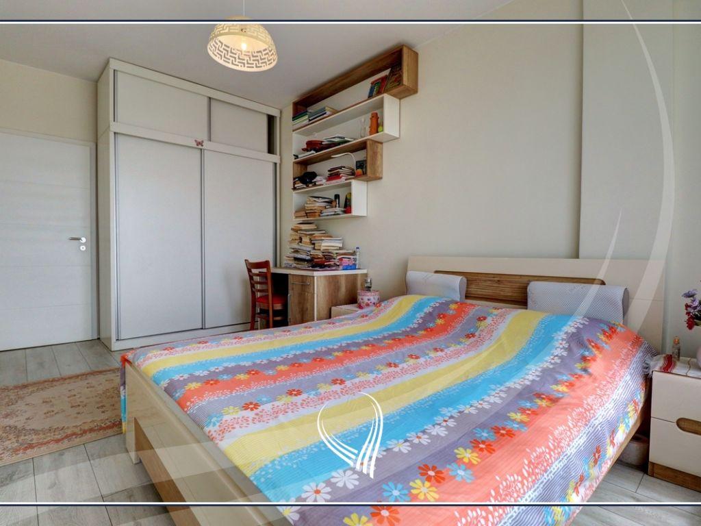 Banesë me 3 dhoma gjumi në shitje në lagjen Mati 17