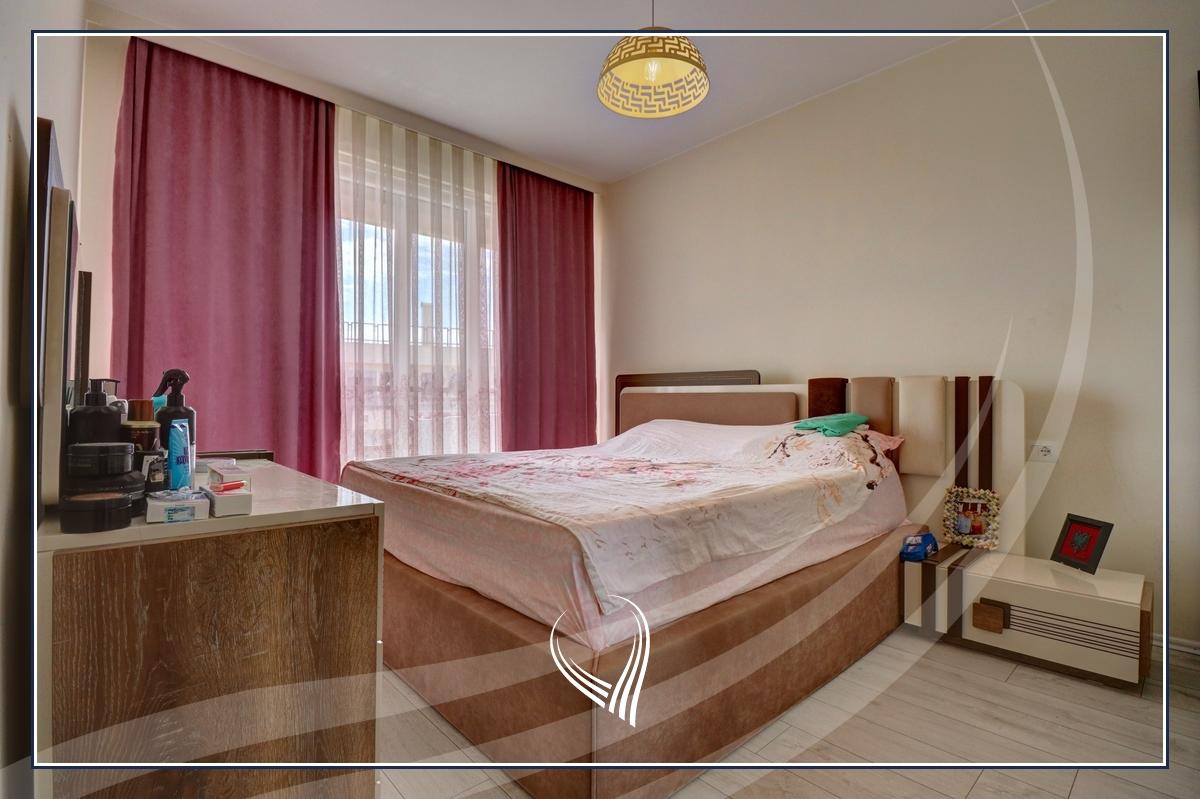 Banesë me 3 dhoma gjumi në shitje në lagjen Mati 14