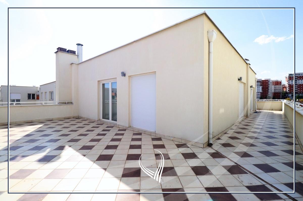 Penthouse me 2 dhoma gjumi në shitje në lagjen Mati 1 – Residio 18